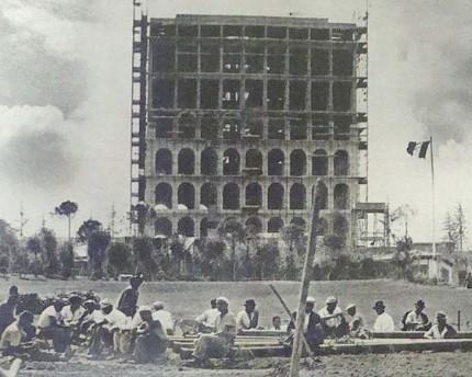 E.42 Palazzo della Civiltà Italiana copertina di Oggi 1940 imagecredits Sentruper PD