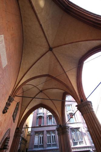 Antonio di Vincenzo Palazzo della Mercanzia imagecredits Carlo Pelagalli CC BY-SA 3.0
