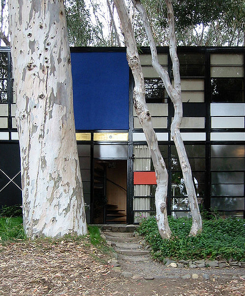 Eames House imagecredits photo by John Morse CC BY 1.0