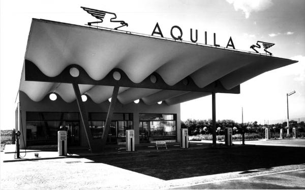 Aldo Favini Distributore di carburanti Aquila Sesto San Giovanni (MI) 1949 imagecredits fondazionefavini.it