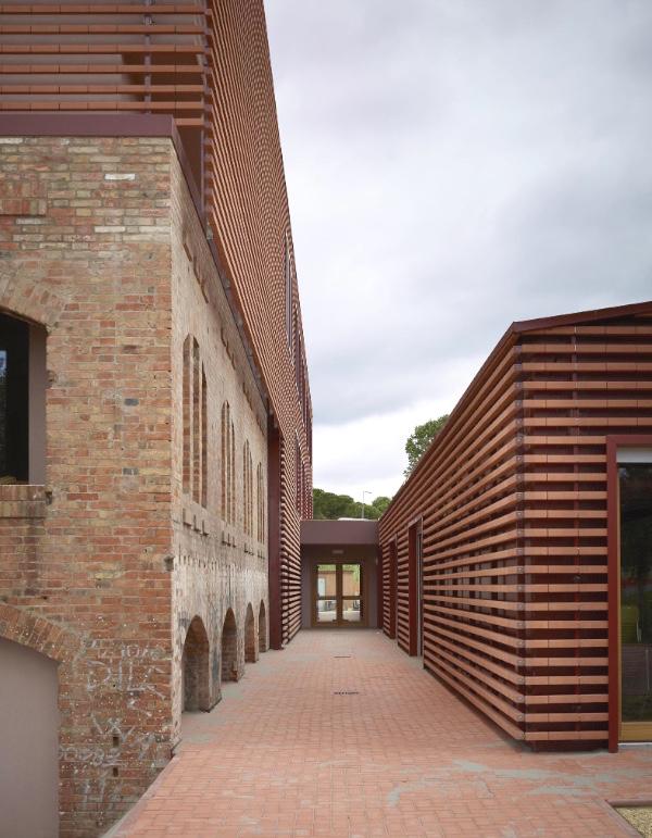 Pietro Carlo Pellegrini nuova scuola media realizzata dal recupero dell'area Ex Fornace Comune di Riccione