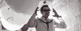 """Ugo La Pietra Immersione """"Caschi sonori"""" Installazione alla Triennale di Milano (con Paolo Rizzatto) 1968 dettaglio imagecredits Courtesy Archivio Ugo La Pietra"""