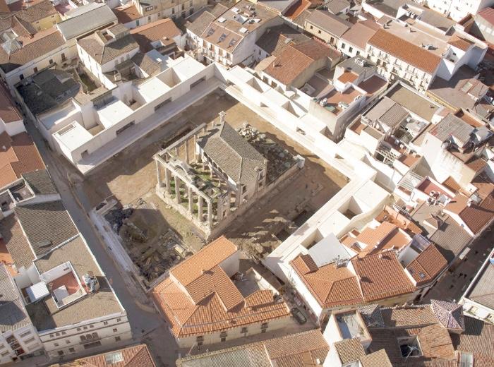 José María Sánchez García veduta aerea sistemazione Tempio di Diana a Merida imagecredits jmsg.es