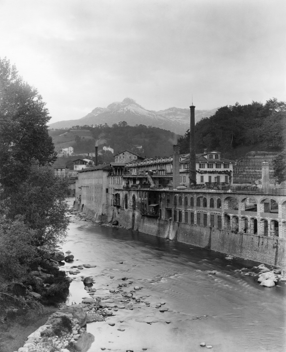 Vittorio Sella, veduta del torrente Cervo e Lanificio Maurizio Sella, Biella 1898