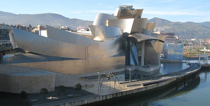 Frank Gehry Guggenheim Museum Bilbao imagecredits MykReeve CC BY-SA 3.0