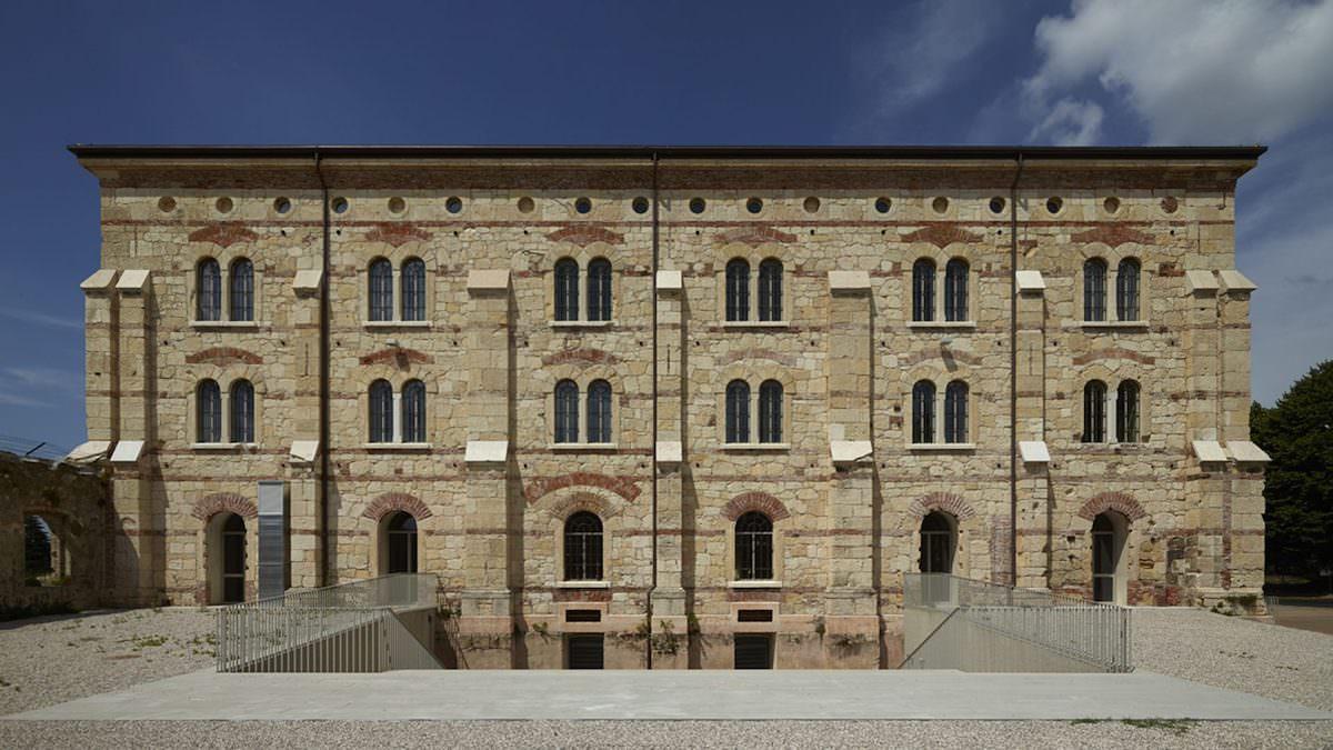 Massimo Carmassi con IUAV Studi e Progetti e ISP srl Restauro e riconversione caserma Santa Maria a Verona