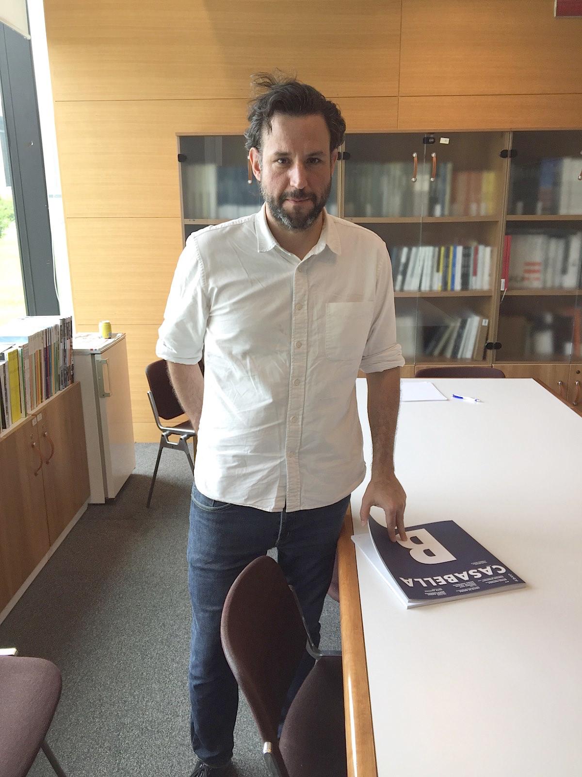 Martin Corullon di Metro Arquitetos visita la redazione di CASABELLA foto Alessandra Pizzochero